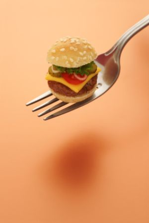 Weniger Essen ohne zu hungern - Quelle: (c) TheCrimsonMonkey/iStockphoto.com